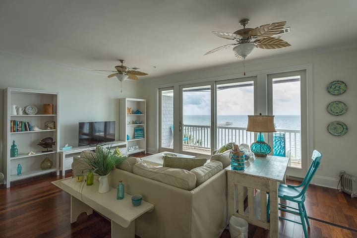 Gone Coastal a Luxury Water Front Condo