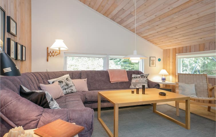 Holiday cottage with 3 bedrooms on 79m² in Hadsund