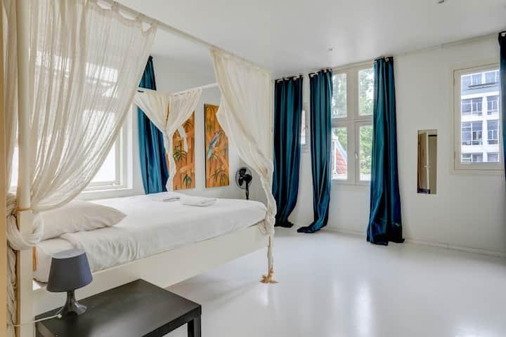 Amazing 2 bedroom apartment @ the Jordaan Area
