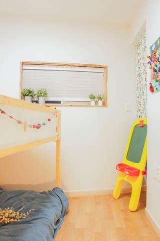 Second bedroom:bunk bed
