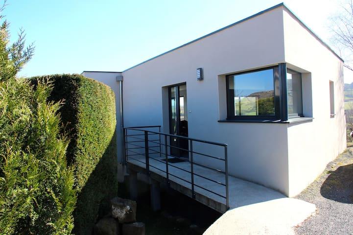Villa contemporaine au pied du château de Polignac - Polignac - Casa