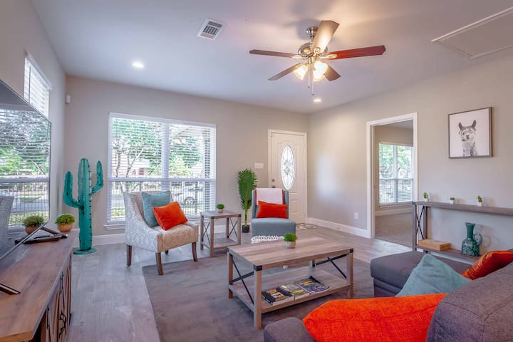 Immaculate 3Bedroom/2Bath Home Near Downtown / UH