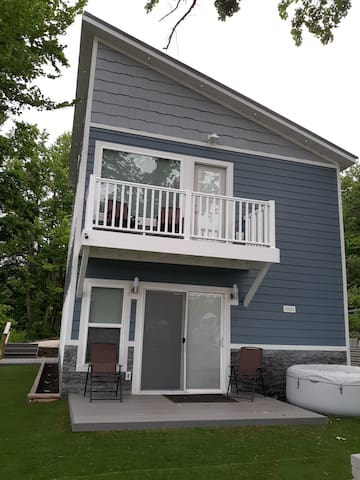 Beautiful, new Tiki Beach Lake House