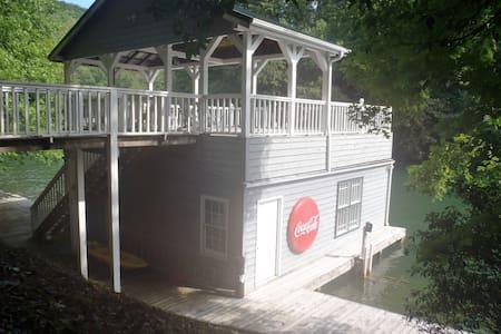 cabin on lake burton near lapradesmarina&bar grill - Clarkesville - Hus