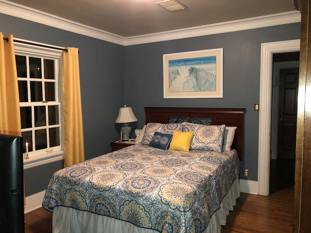 Private  guest room with full bath in Manitowoc
