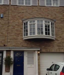 Comfortable single room. Transport links. - Bromley - Casa