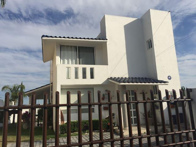 Hospedate en casa en Jurquilla