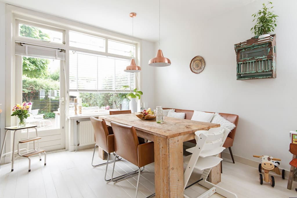 Lovely and spacious dining room with open kitchen