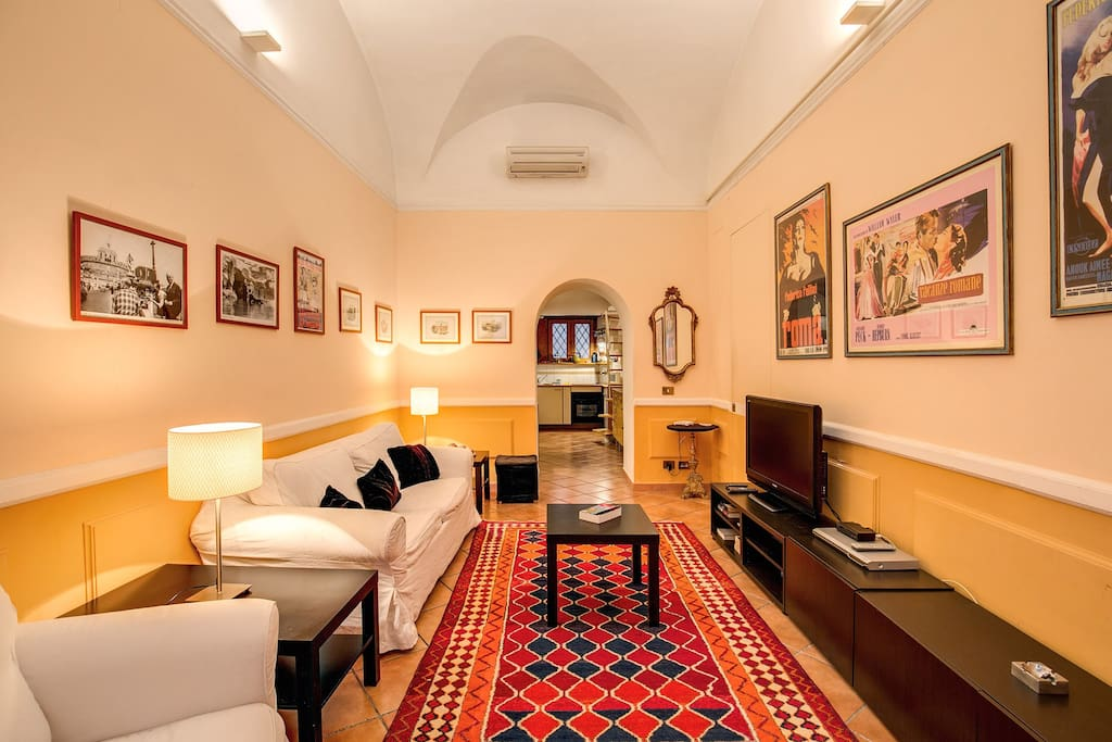 Nice independent loft trastevere appartamenti in for Affitto uffici roma trastevere