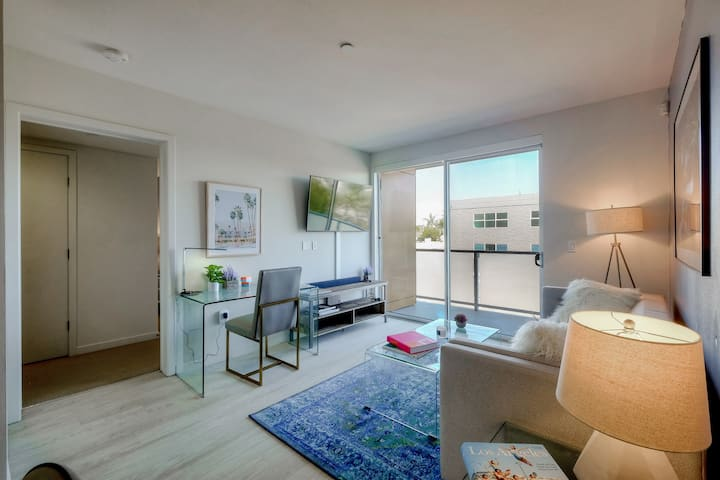 Urban Flat|2BR Santa Monica| ECO Cleaned