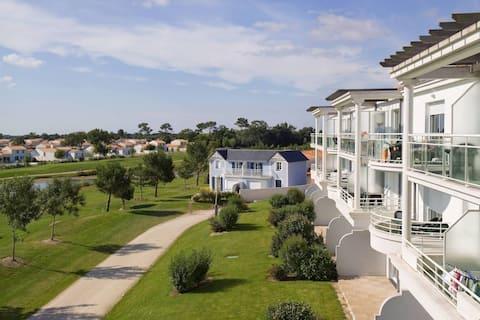 Bon Rapport Qualité-Prix! Appart cosy et rustique sur le terrain de golf | Terrasse/Balcon privé !