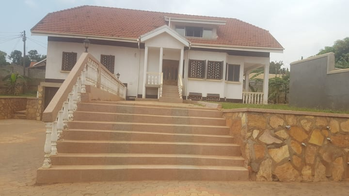 Beautiful Spacious Villa right on Entebbe Road