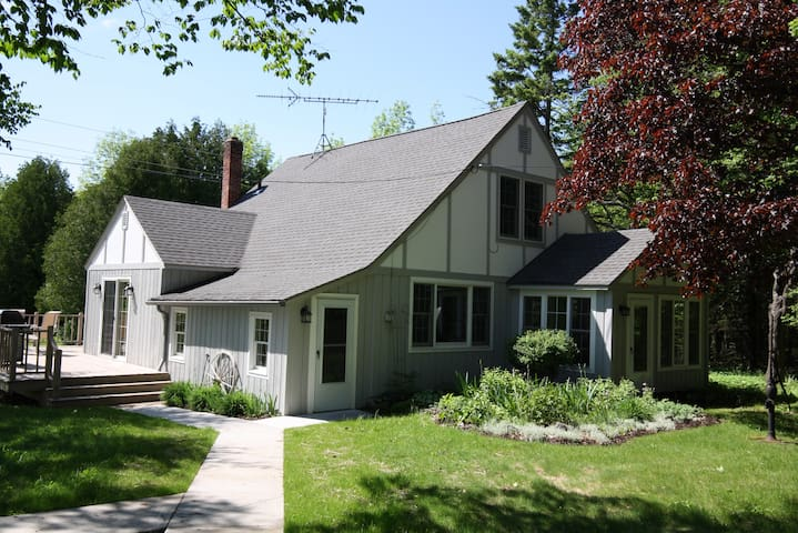 Cottage on Townline