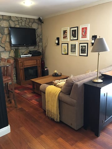 Avery House: 2 bdrm Guest Apartment - Pollock Pines - Daire