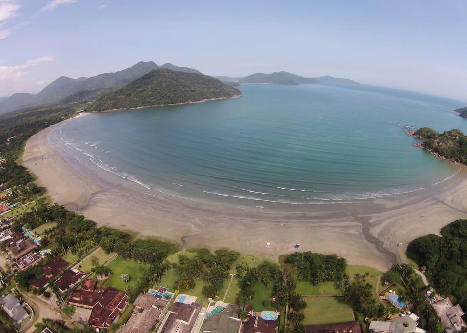 Vista aérea da Praia Dura, onde a casa está localizada