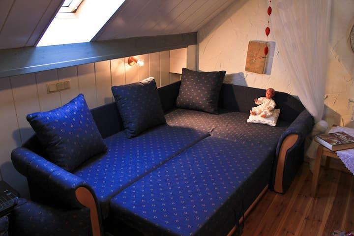 Bettcouch in Schlafzimmer 2