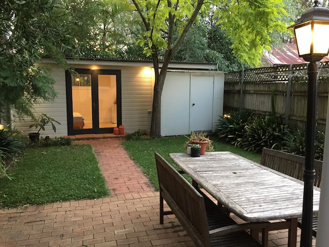 Cosy studio with private access in the Inner West