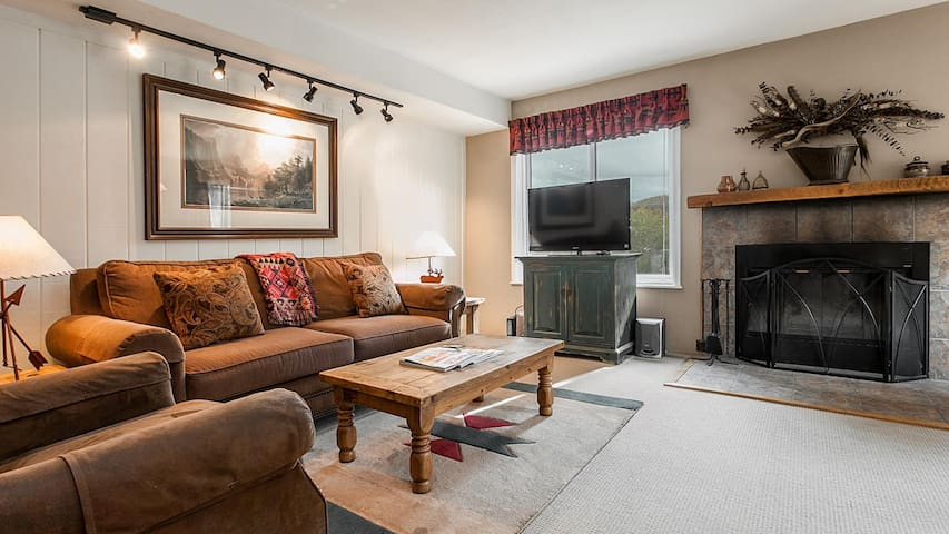 Cozy Snowmass Condo with Free Parking Space & Amenities!