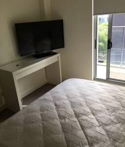 Private second room + own bathroom - Rhodes - 公寓
