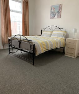 Double Room. Excellent Location. Close to City C.