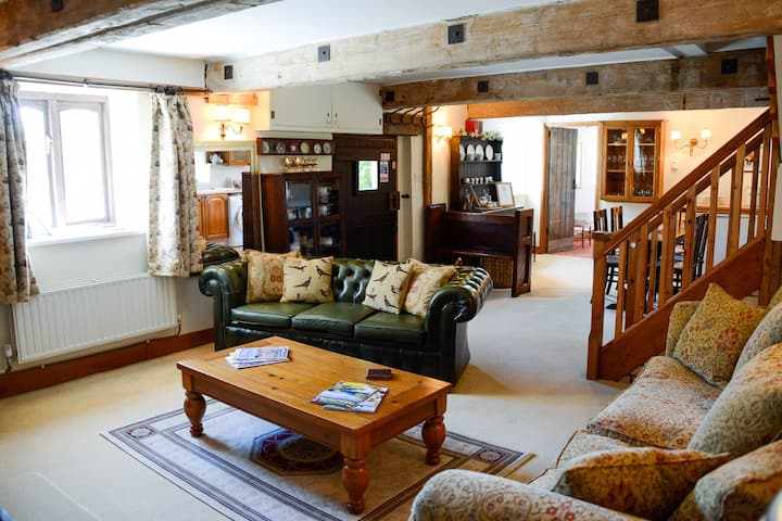 Farmhouse style self catering cottage in Dorset