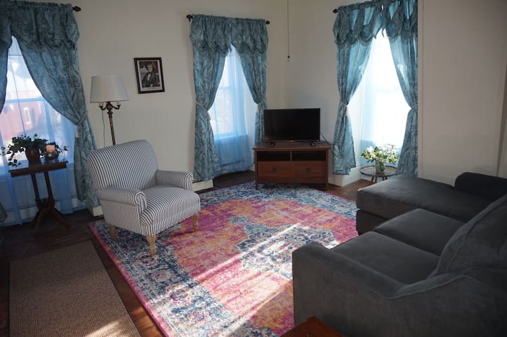 President Polk Suite Downtown Damariscotta