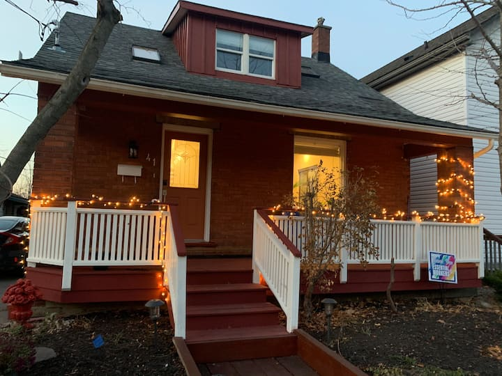 Cozy & Quiet Basement Apartment  near Downtown