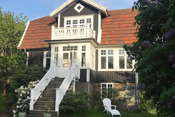 Vacker och idyllisk sommarvilla  på Brännö
