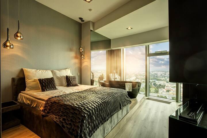 Apartament SKY TOWER Superior z wanną przy oknie