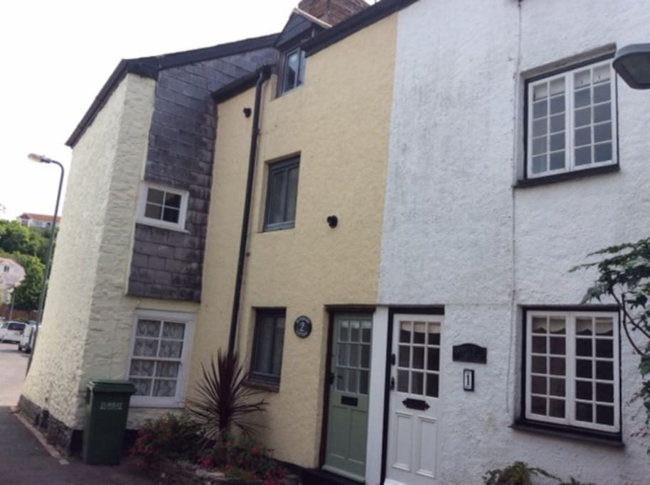 Rosemary Cottage, a tranquil setting, a few minutes from the harbour and town