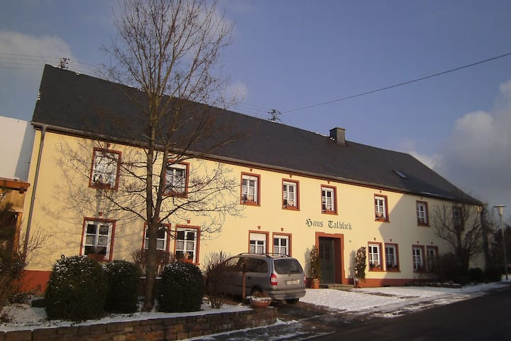 Quaint Holiday Home in Morscheid-Riedenburg with Balcony