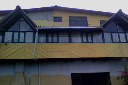 Mi hogar tu alojamiento - Quito - House