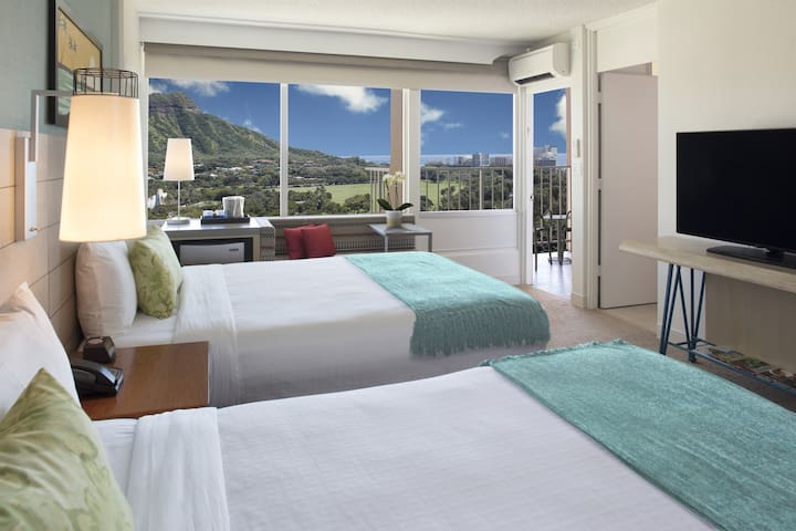 Queen Kapiolani Hotel, Ocean View Balcony 2 Queen