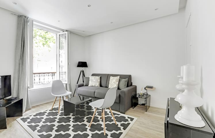 A Comfy 42sqm One-Bedroom in Menilmontant