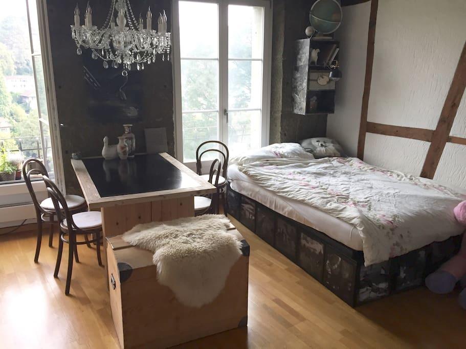 charmante ruhige weltenbummlerwohnung in altstadt. Black Bedroom Furniture Sets. Home Design Ideas
