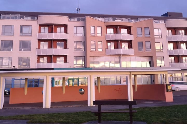 Family 2 bedroom self catering apartment Salthill