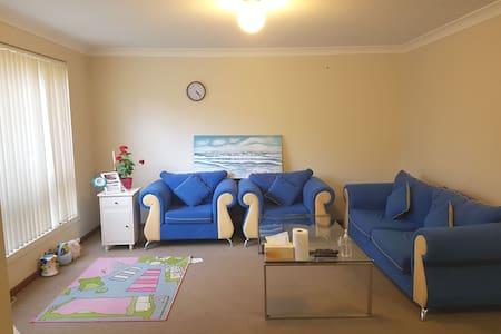 Private Room +parking  Near Macquarie Centre