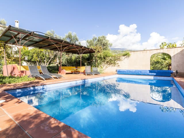 Magnificent rural house, with garden and private pool
