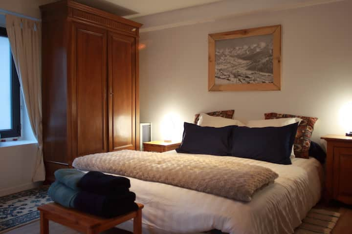 Lake Annecy, Albigny beach: large cosy bedroom