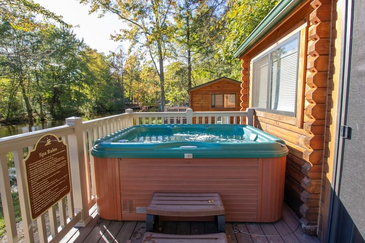Rancher w/ Hot Tub 2 Bedroom Camp Cottage at Wilderness Presidential