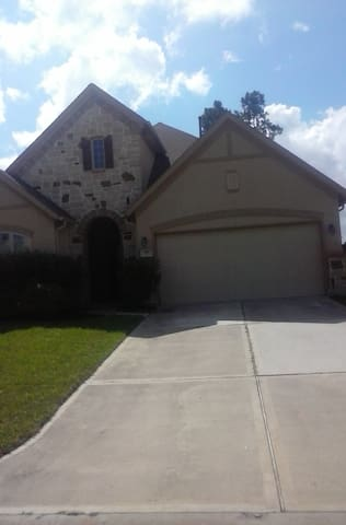 Gorgeous Modern Ryland Patio Home - Montgomery - Talo