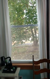 Nice Private Room, Artist Home, WIFI, Walk to Town - Easthampton - Appartement