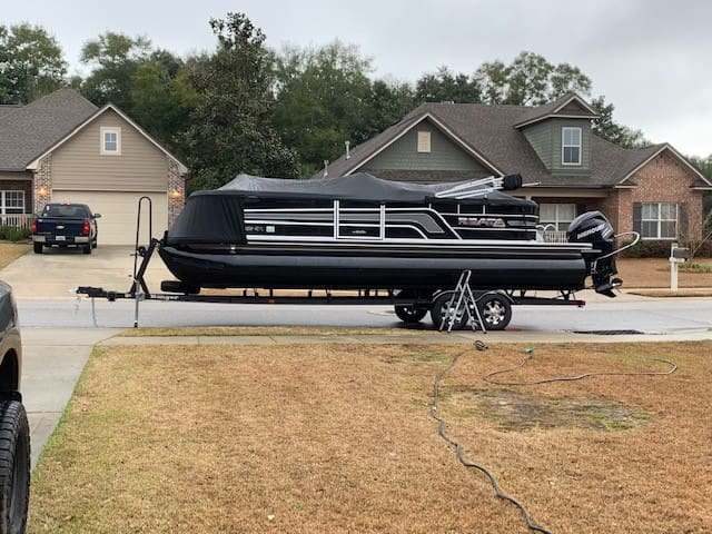 Ranger Reata 243C pontoon/tritoon with 200 HP