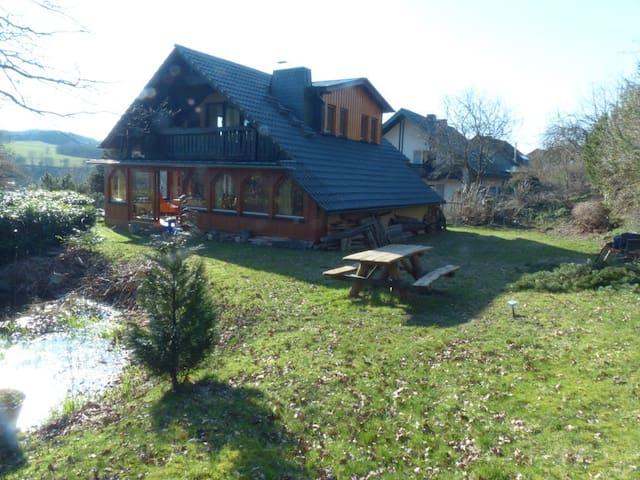 Vrijstaand huis met sauna en vrij uitzicht - Olsberg - House
