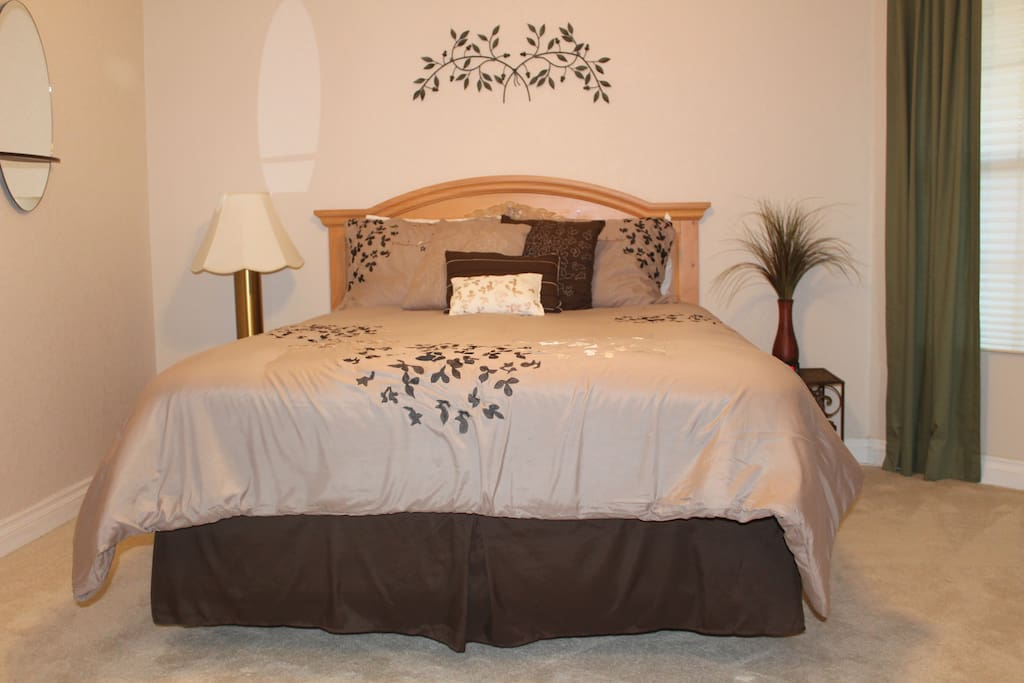 Queen Bed In 1st Bedroom