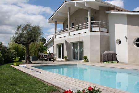 Villa avec piscine à 10 mn de Bordeaux - Fargues-Saint-Hilaire