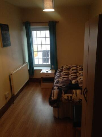 One lovely single room to let - Cardiff