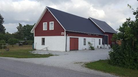Stort, rymligt, fräscht hus på landet.