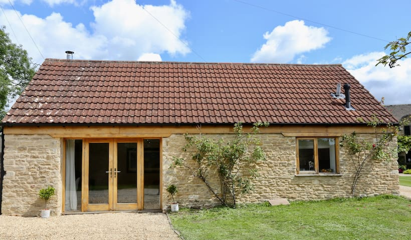 Converted barn in beautiful Cotswold Village