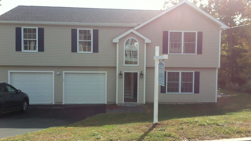 Room for 2 - Waterbury - House